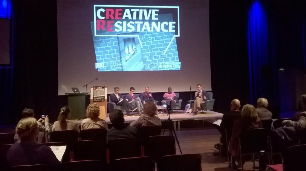 Paneelissa Pablo Simonetti (Chile), Babak Salimizadeh (Iran), Damir Arsenijevic (Bosnia-Herzegovina), Beatrise Lamwaka (Uganda) ja Peter Vermeersch (PEN Flanders).