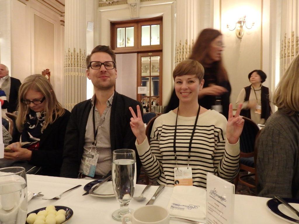 Lopetuslounaalla Québecin parlamentissa - Maarten Inghels (PEN Flanders) ja Johanna Sillanpää. Kuva: Sirpa Kähkönen