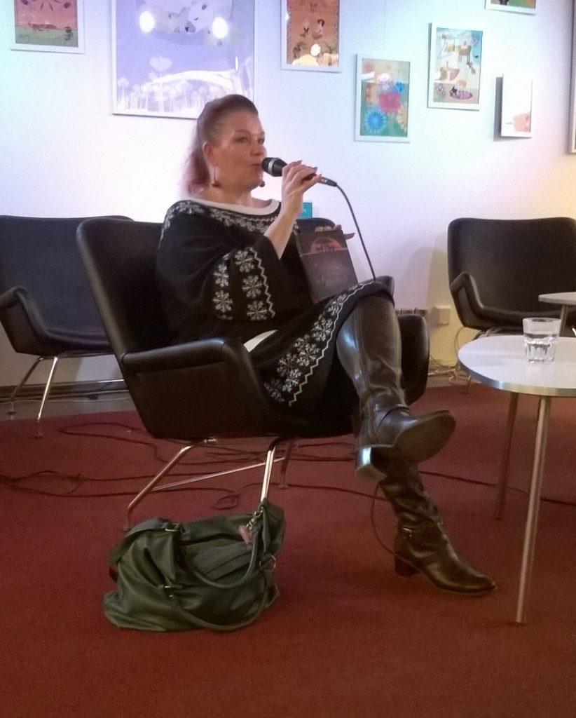 """Annina Holmberg kertoo romaanistaan """"Kaiku"""""""