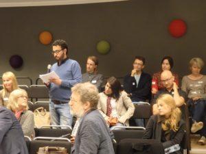 Yleisö osallistui keskusteluun Arvokkaat sanat -seminaarissa 9.9.2016.