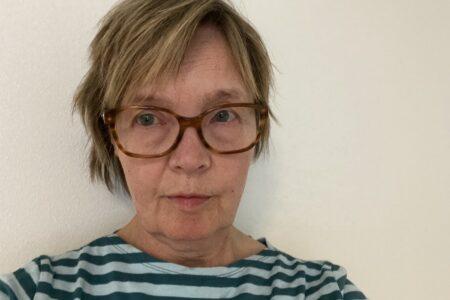 Suomen PENin johtokunnan jäsen Joy Hyvärinen